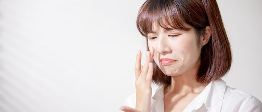 Woman treating oily skin Top Tips for Managing Oily Skin During a Southern Summer