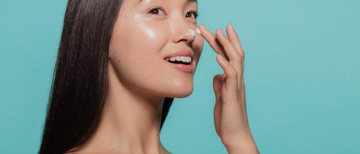 Northeast Dermatology Associates woman applying skin moisturizer How to Tell if You're Using the Best Moisturizer for Your Skin