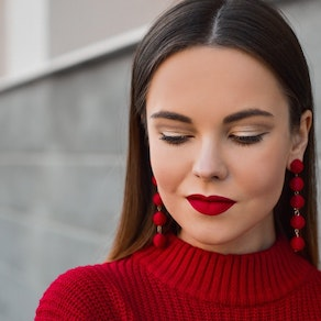 Be Confident at Your Holiday Party with These Acne Treatments